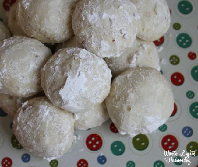 5-Ingredient Vanilla Almond Snowballs