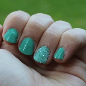 Green Glitter Accent Nail