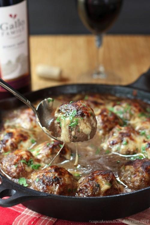 French-Onion-Soup-au-Gratin-Stuffed-Meatballs-3