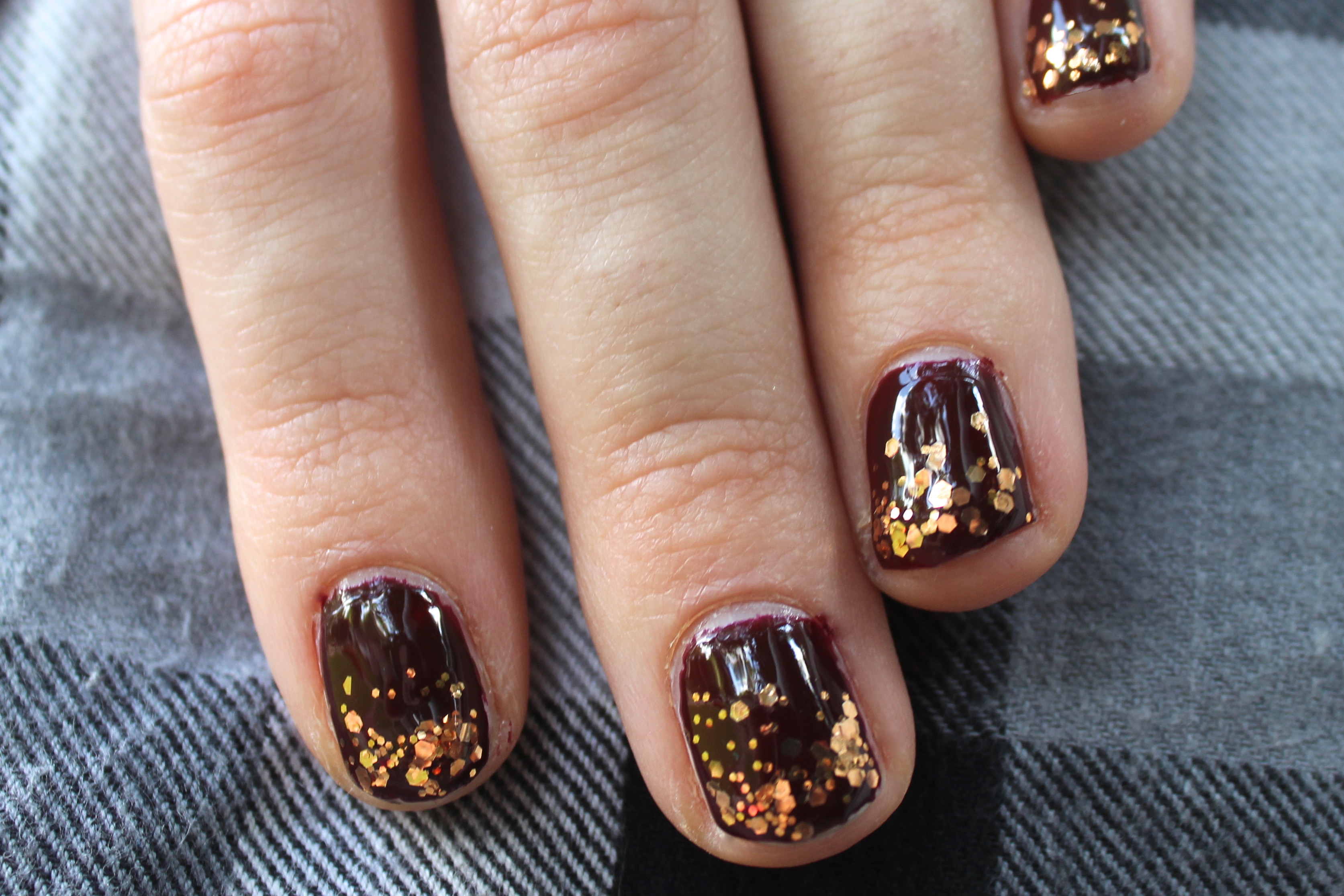 Autumn Gradient Glitter Manicure