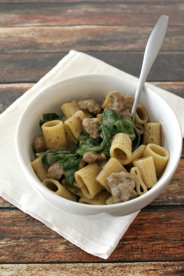 Sausage Rigatoni with Spinach | White Lights on Wednesday  #Mealsin30 #ad