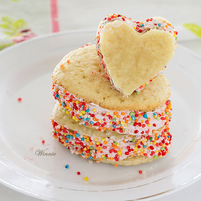 Most Viewed: Heart Shaped Raspberry Whoopie Pies